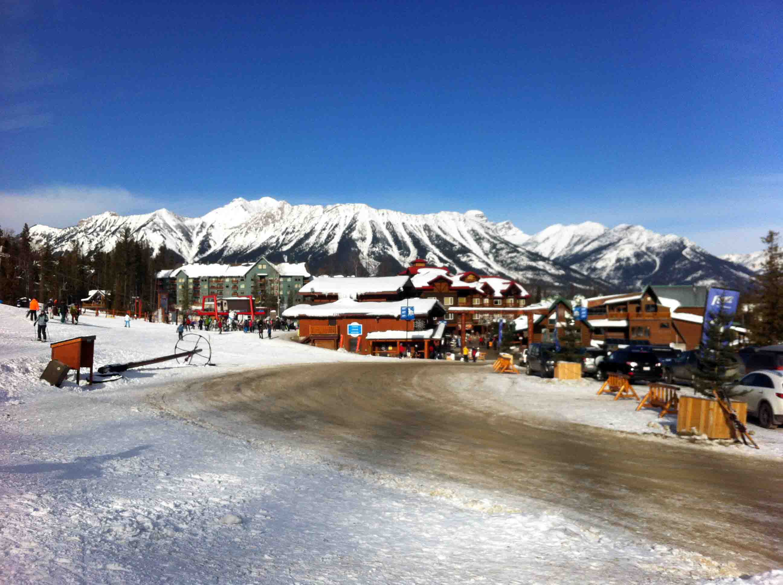 Skiing fernie alpine resort in british columbia canada for The alpine lodge