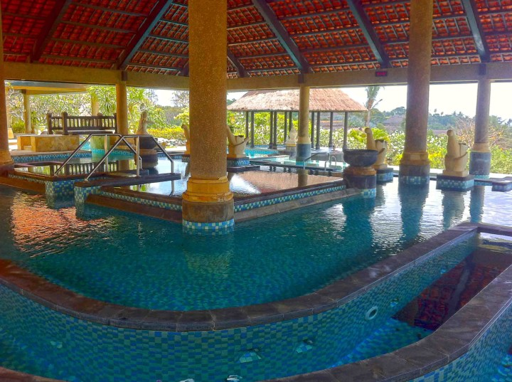 ayana_resort_bali_aquatonic_pool