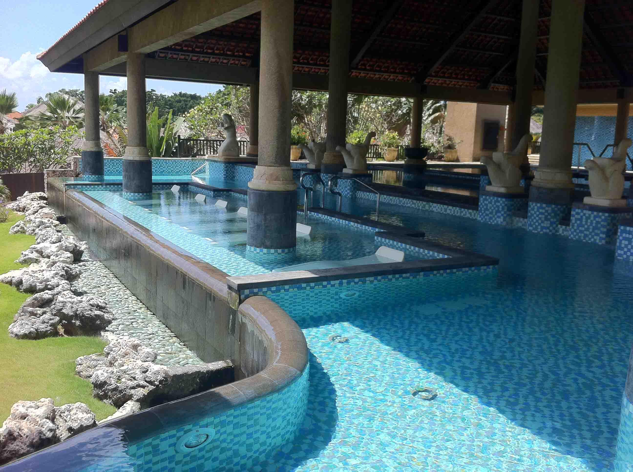Hydrotherapy at ayana sunset at potato head in bali for Bali spa resort