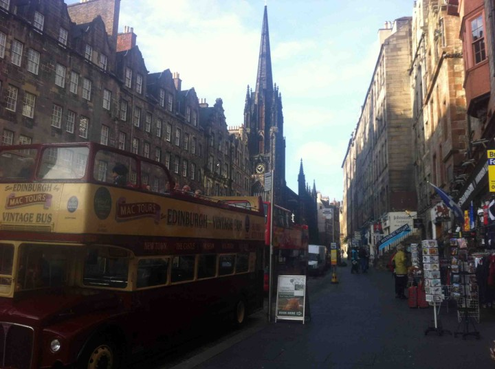 bus_tours_edinburgh_scotland