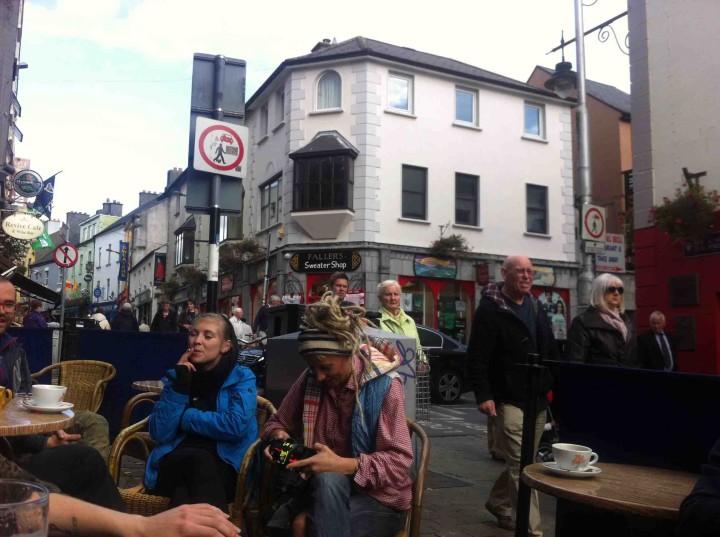 pub_patio_life_galway