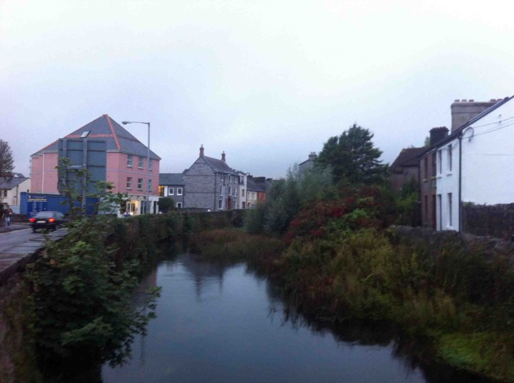 river_runs_through_galway_ireland