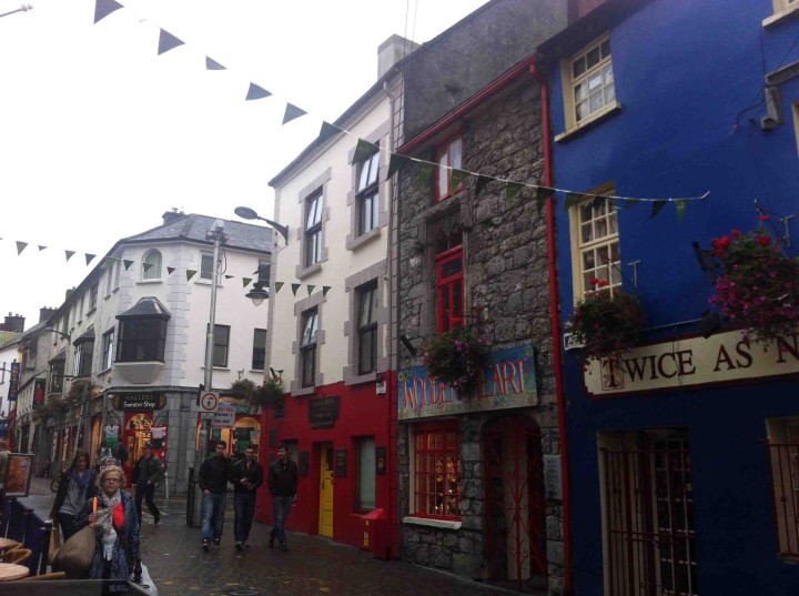 strolling_streets_galway