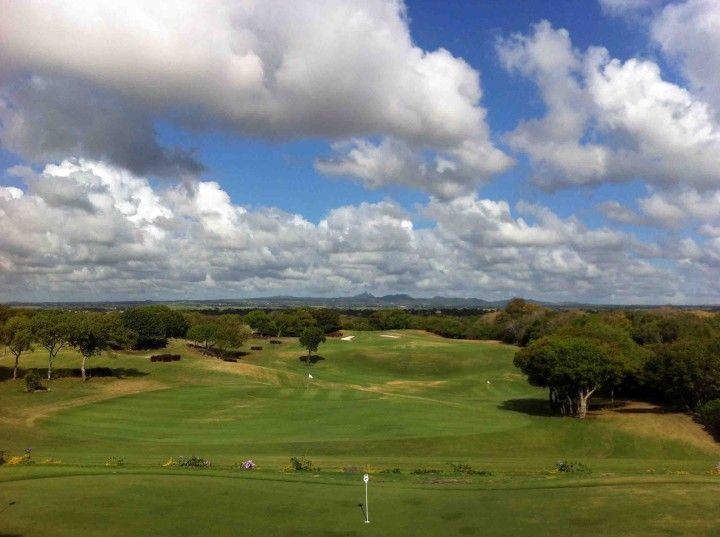 view_clubhouse_links_course_belle_mare_plage