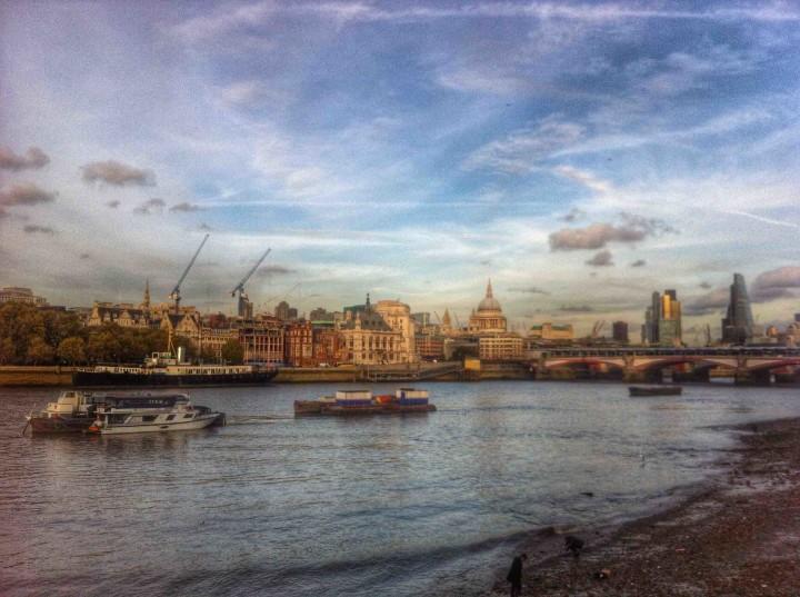 thames_river_london_england