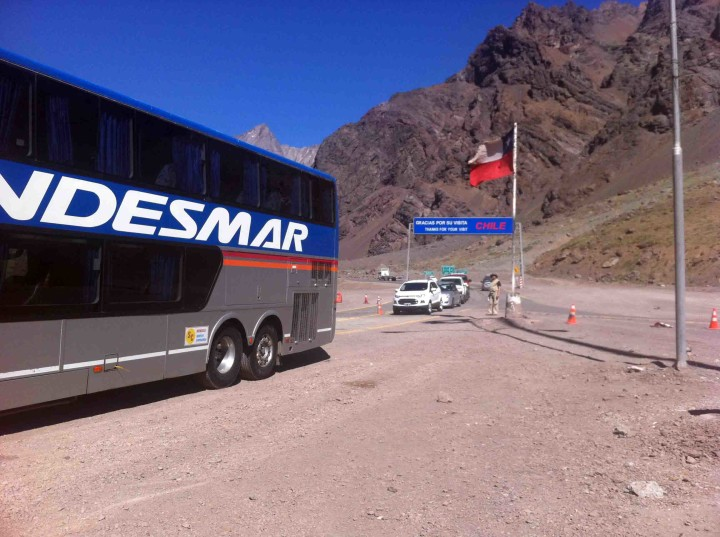 boder_crossing_andes_argentina_chile