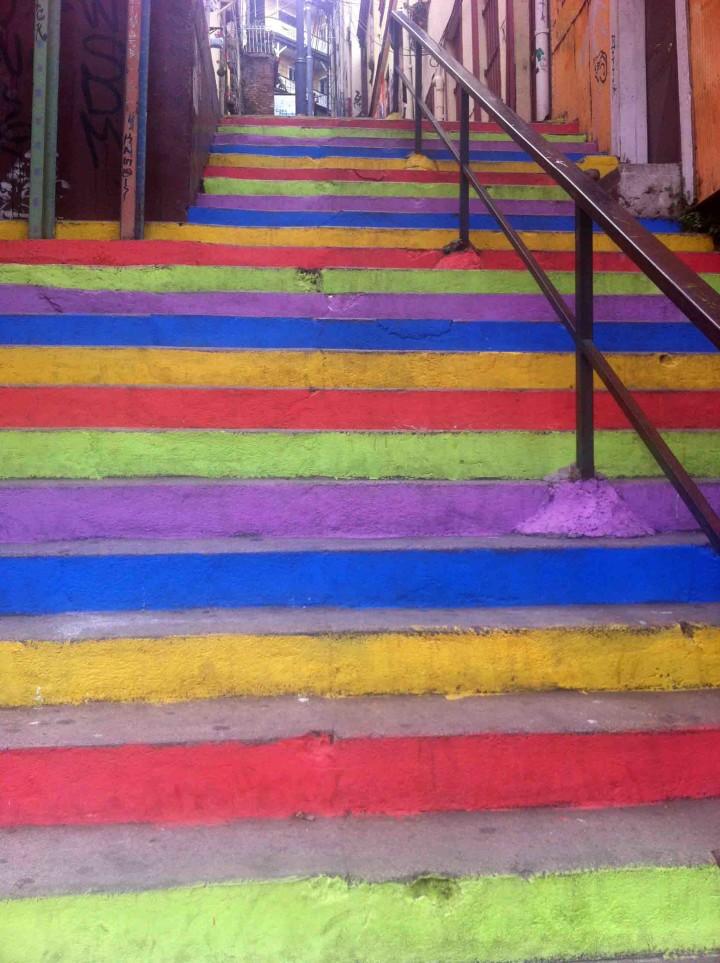 rainbow_stairs_valparaiso