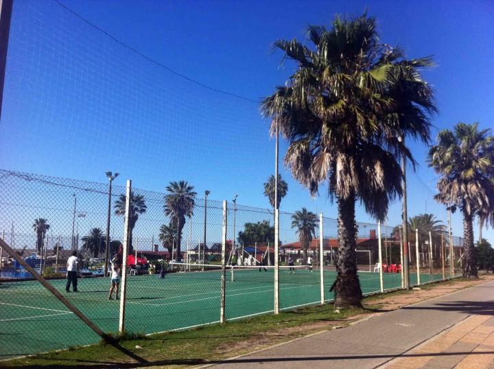 seaside_tennis_montevideo