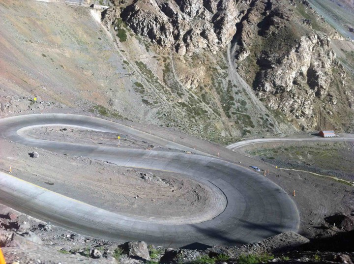 switchbacks_andes_argentina_chile