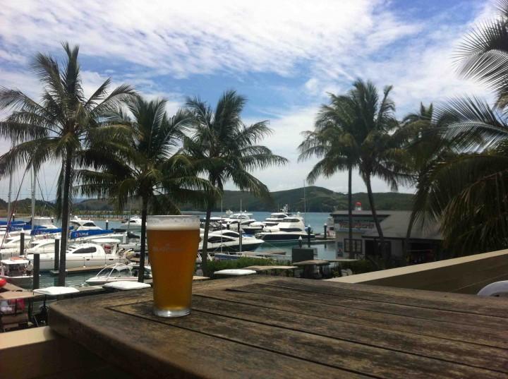 cold_beer_hamilton_island_australia_tavern_marina