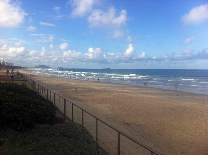 endless_beach_sunshine_coast_australia