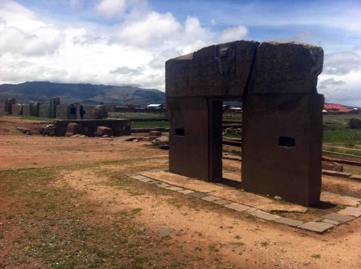 gateway_to_the_sun_tiwanaku_bolivia_walls