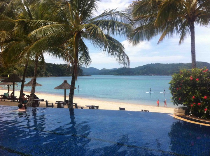 infinity_pool_beach_hamilton_island_australia