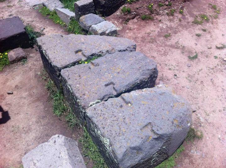 keys_holding_blocks_together_tiwanaku_bolivia_walls