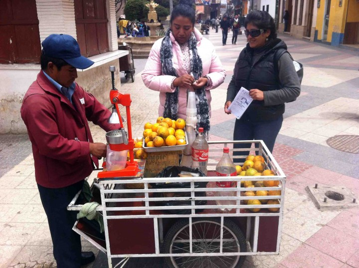 orange_juice_man_potosi_bolivia
