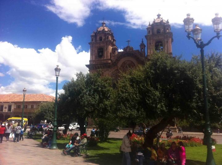 plaza_de_armas_church_cusco_peru