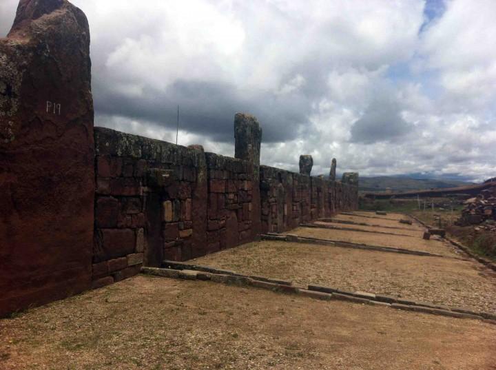 tiwanaku_bolivia_stone_walls