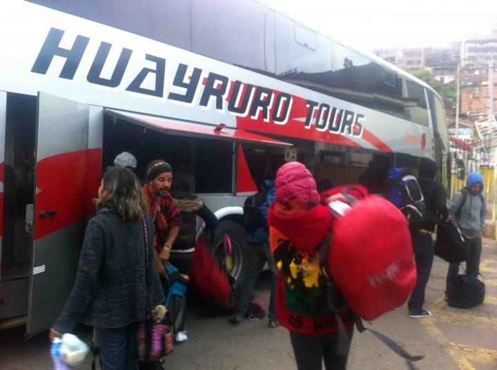 unloading_buses_peru
