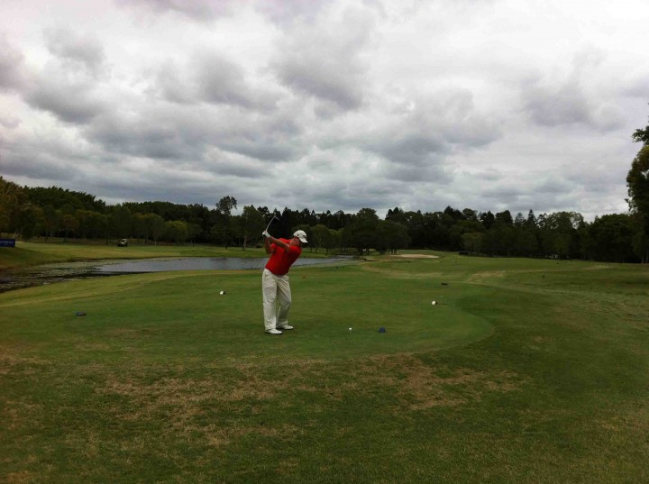 pro_teeing_off_racv_royal_pines_golf_course_gold_coast