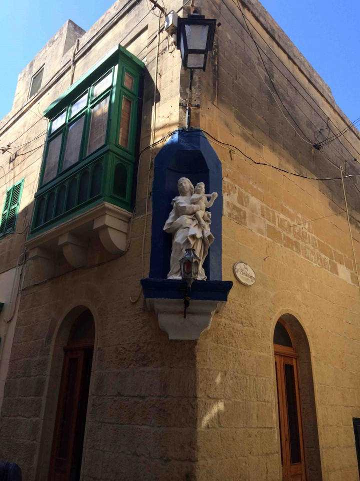 character_filled_streets_gozo