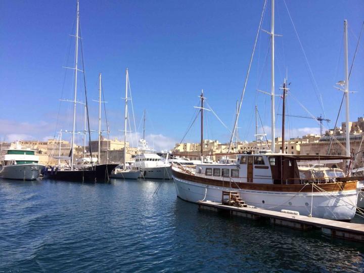 ferry_grand_harbour_malta