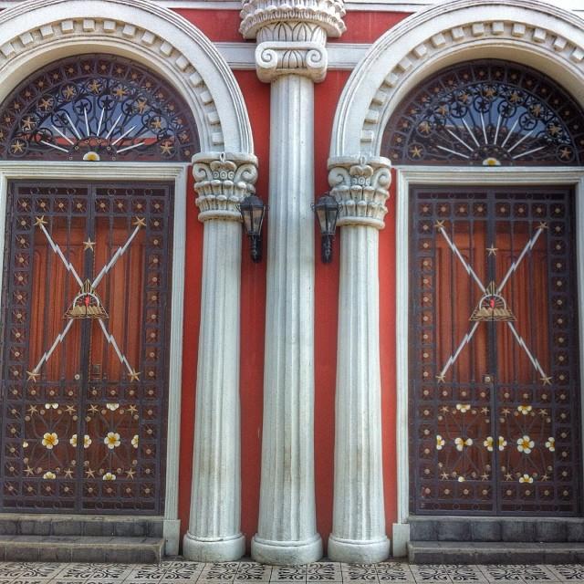 granada_nicaragua_colonial_doors