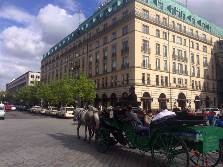 horse_carriage_berlin_germany