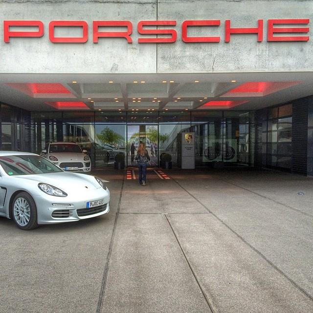 porsche_factory