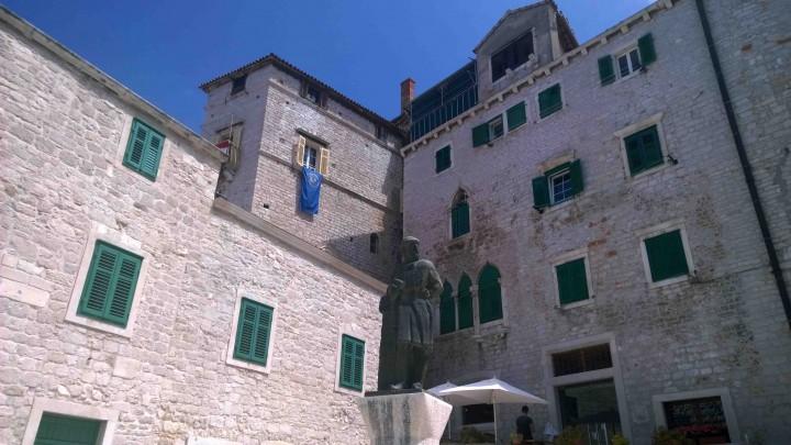 courtyard_sibenik_croatia