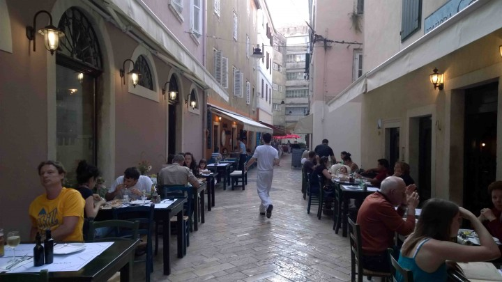 eating_on_streets_zadar_croatia