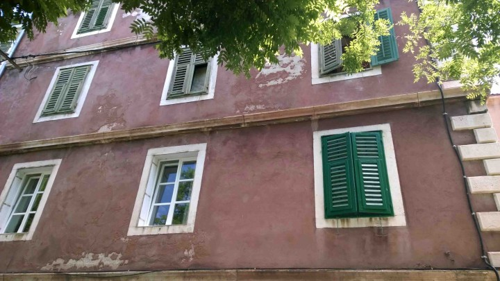 green_shutters_sibenik_croatia