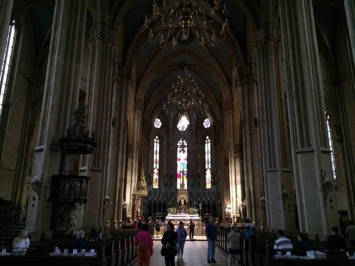 inside_cathedral_zagreb_croatia