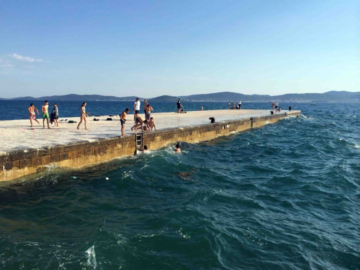 kids_playing_adriatic_sea_zadar_croatia