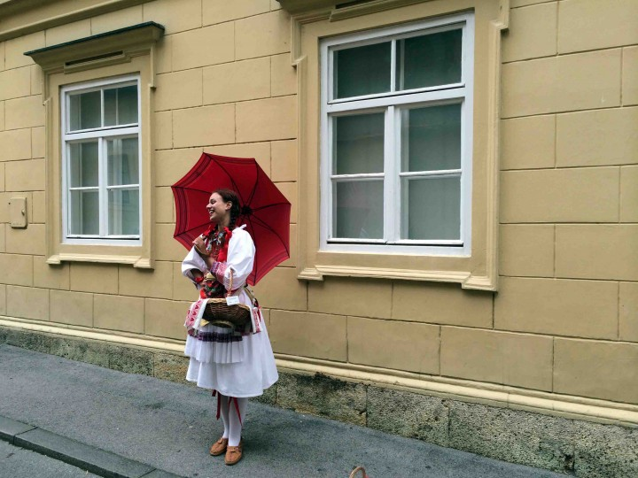 lady_traditional_dress_zagreb_croatia