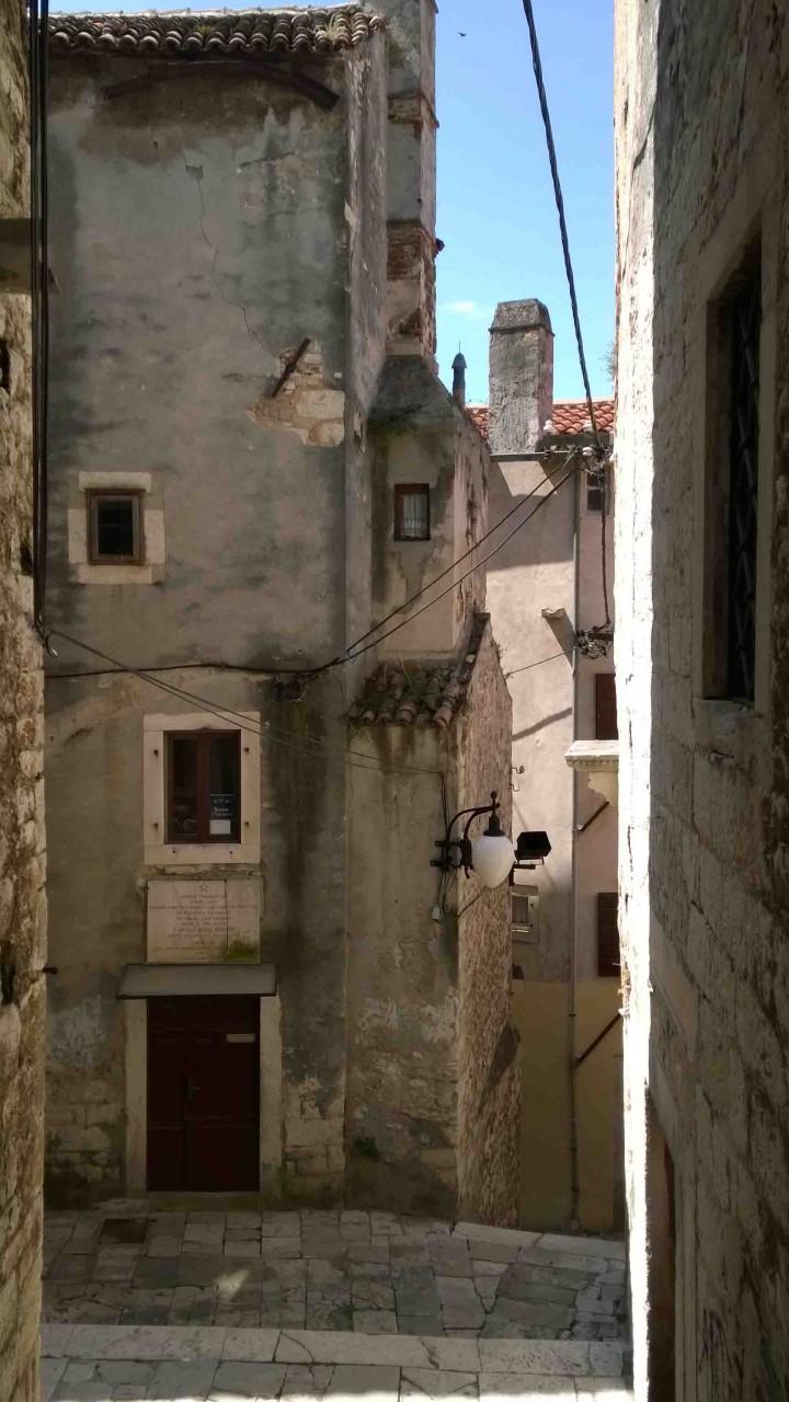 narrow_lanes_streets_sibenik_croatia