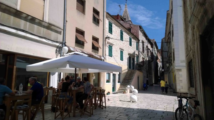 patio_chilling_sibenik_croatia