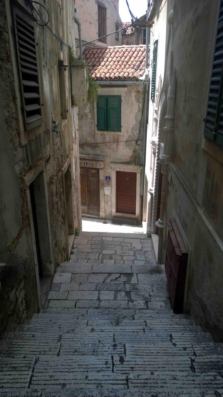 pictresque_walkway_sibenik_croatia