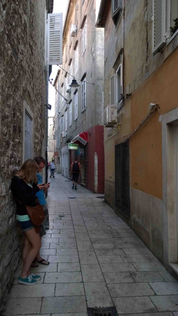 winding_side_streets_zadar_croatia