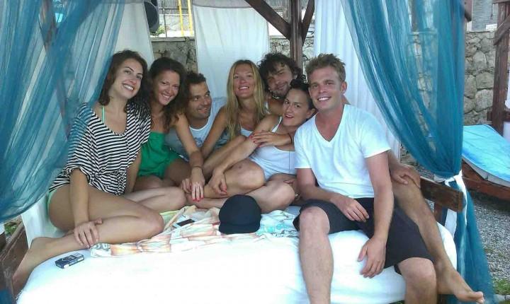 almara_beach_club_friends