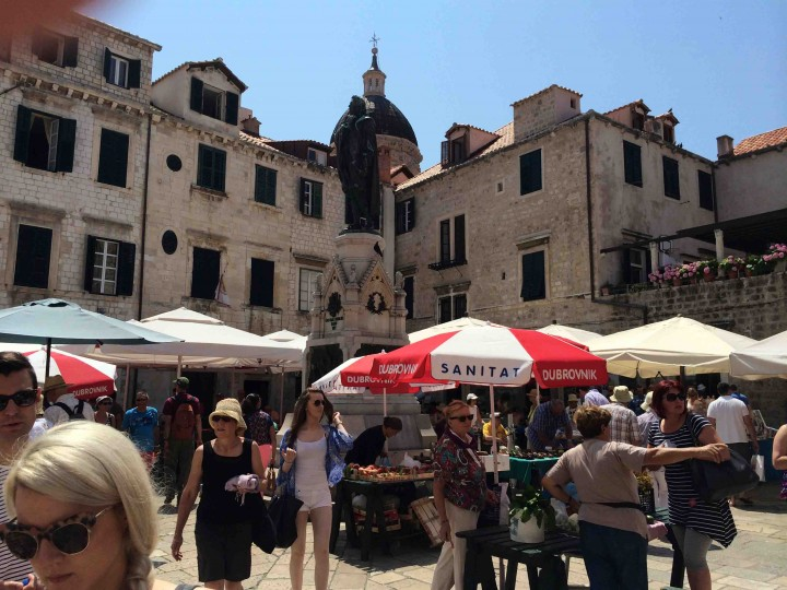 busy_market_old_city_dubrovnik
