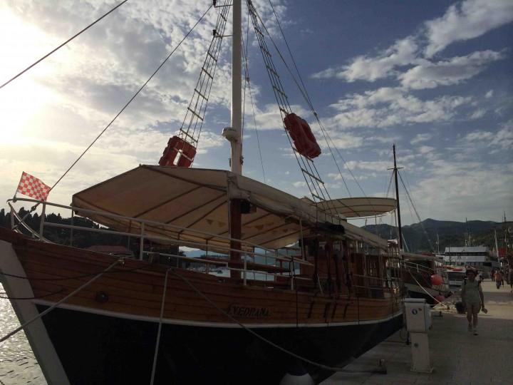 charter_boats_gruz_harbour