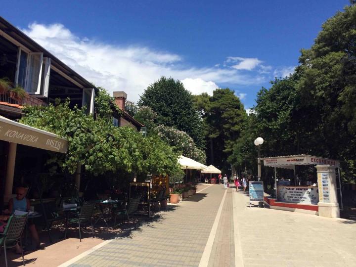 lapad_walking_street_dubrovnik_croatia