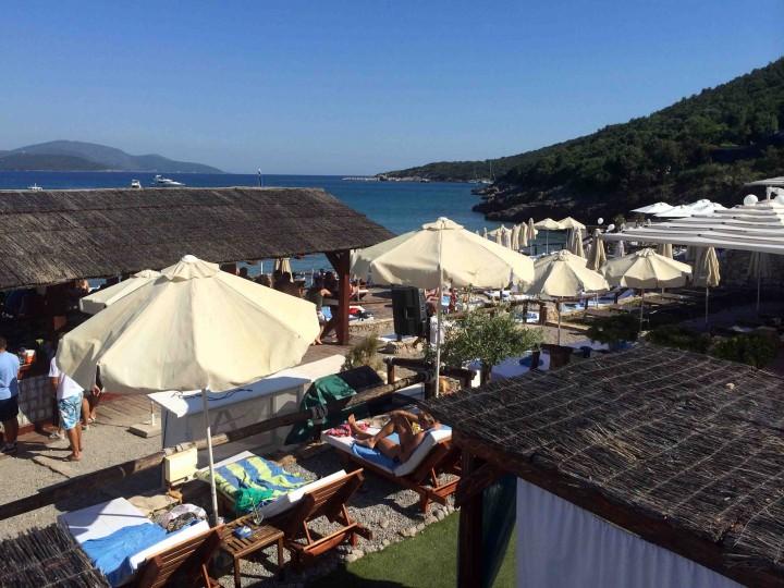 loungers_almara_beach_club_lustica_bay