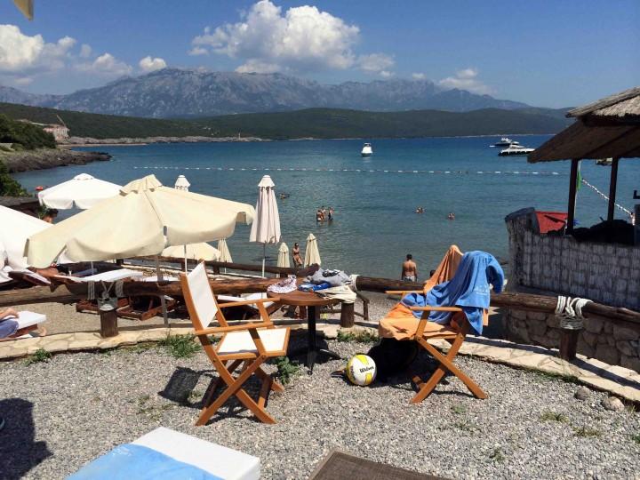 relaxing_almara_beach_club_lustica_bay