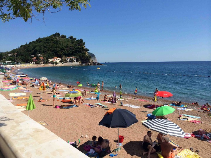 relaxing_beach_petrovac_montenegro