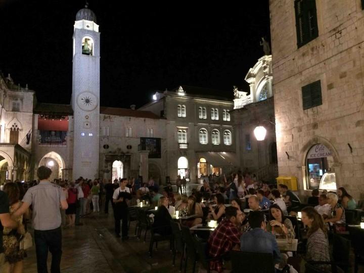 socializing_old_city_dubrovnik_croatia