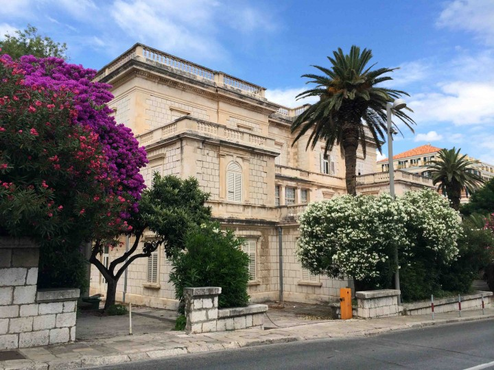stone_buildings_lilacs_dubrovnik_croatia