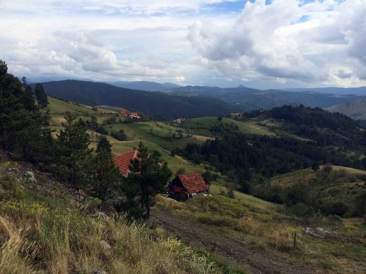 blue_sky_views_houses_in_hills_zlatibor_serbia