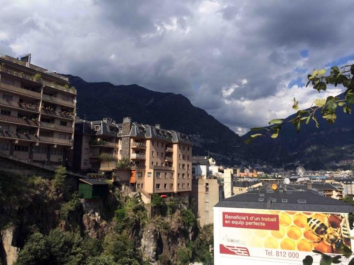 homes_on_cliffs_andorra_le_vella