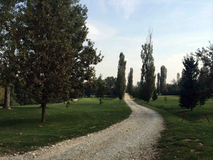 access_road_golf_club_bologna